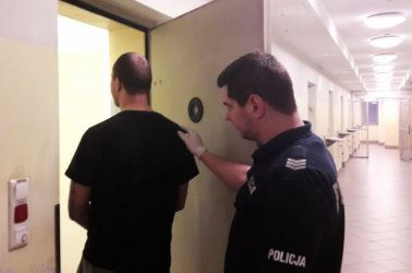 Osiedle Wierzeje w Piotrkowie: Pobili i zastraszali sąsiada