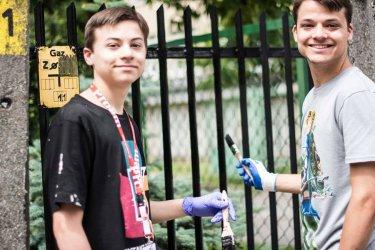 Wolontariusze z różnych stron świata remontują mieszkania najbardziej potrzebujących piotrkowian