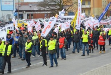 Manifestowali przeciw obniżkom płac