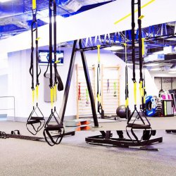 Rozwiążmy odwieczny dylemat – lepiej ćwiczyć w domu czy na siłowni?