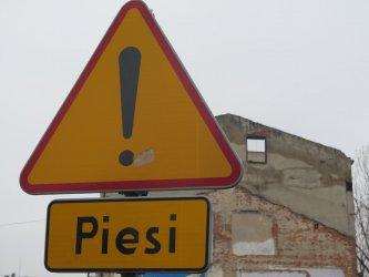 Z ruiny na Wojska Polskiego sypią się cegły