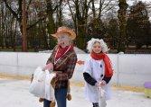 Przebierañcy na lodowisku