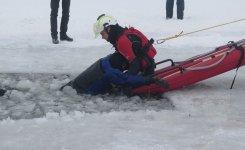 WOPR i stra¿acy æwiczyli na lodzie