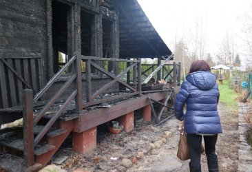 Spłonął dom sąsiadki. Mieszkańcy os. Pawłowska nie czują się bezpiecznie