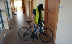 Ukrad³ rower sprzed sklepu