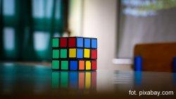 Turniej w uk³adaniu kostki Rubika w Piotrkowie