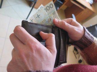 Wzięła pieniądze i... oddała znaleziony portfel