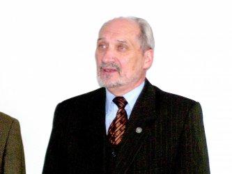 Macierewicz: Rząd niedoszacował strat