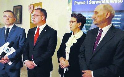 PiS obiecało pieniądze. Szpital w Piotrkowie wciąż czeka
