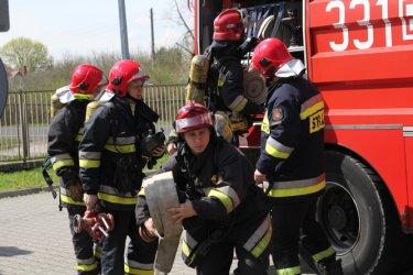 Strażacy usuwali kilkaset litrów paliwa