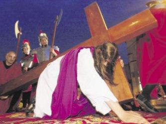 Piotrków: Wierni podążyli za krzyżem