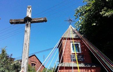 Krzyż w Piekarach świadkiem historii