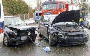 Zderzenie dwóch aut w Laskach