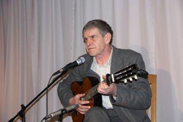 Znany aktor zaśpiewa w piotrkowskim areszcie