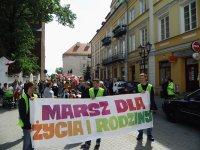 Ulicami Piotrkowa przeszed³ Marsz dla ¯ycia i Rodziny