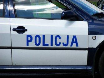 Dachowa³ radiowóz – policjant w szpitalu