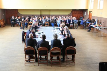 Reforma oświatowa podzieliła radnych, nauczycieli i mieszkańców