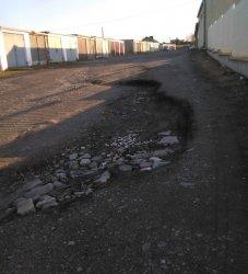 Błoto, dziury i prawie 500 garaży. Na Górniczej bez zmian