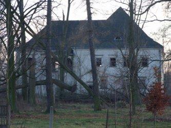 Gmina Aleksandrów: Niszczeje zabytkowy dwór