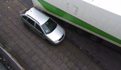 Kierowca tira uszkodzi³ osobówkê i odjecha³