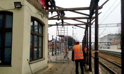 Trwa remont wiaty na dworcu PKP