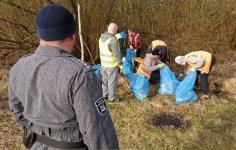 Osadzeni sprzątali okolice Zalewu