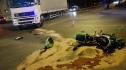 Motocyklista zderzył się z tirem