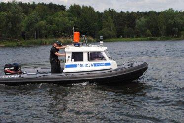 Wiatr przewrócił jacht. Pomogli policjanci