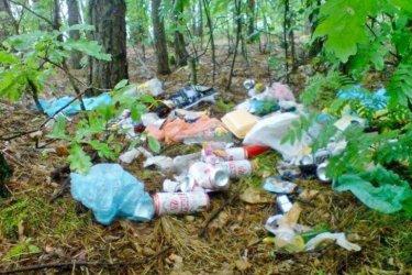 Nad Zalewem wciąż sterty śmieci