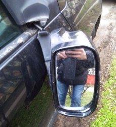 Ponad 20 uszkodzonych samochodów