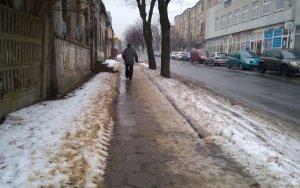 Na chodnikach lodowisko. Piotrkowianie ³amali rêce i nogi