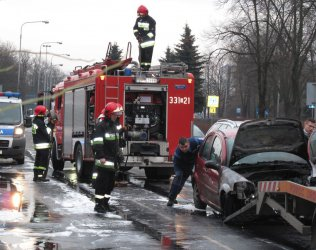 Płonący samochód na Piłsudskiego w Piotrkowie