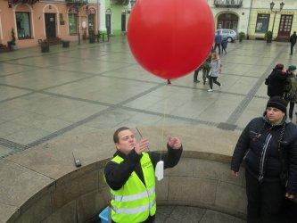 Jubileuszowy balon pofrun±³ w przestworza