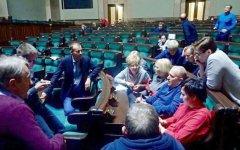 W Sejmie nadal protestuje pos³anka ziemi piotrkowskiej