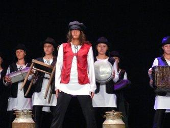 """Skrzypek na dachu"" w wersji modern dance"