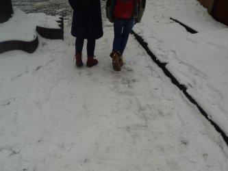 Piotrkowskie chodniki zimą: nieodśnieżone i śliskie