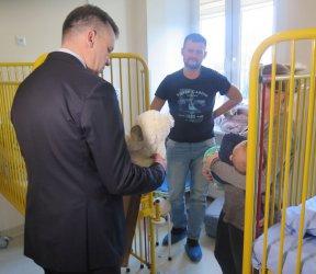 Prezydent odwiedził w szpitalu chore dzieci