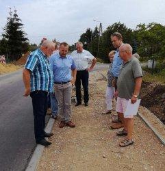 Inwestycyjny półmetek na drogach powiatowych