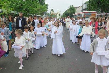 Święto Bożego Ciała na ulicach Piotrkowa Trybunalskiego [GALERIA]