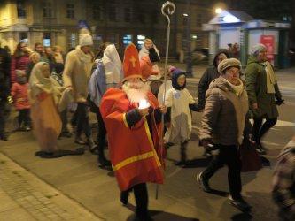 Korowód świętych na ulicach Piotrkowa
