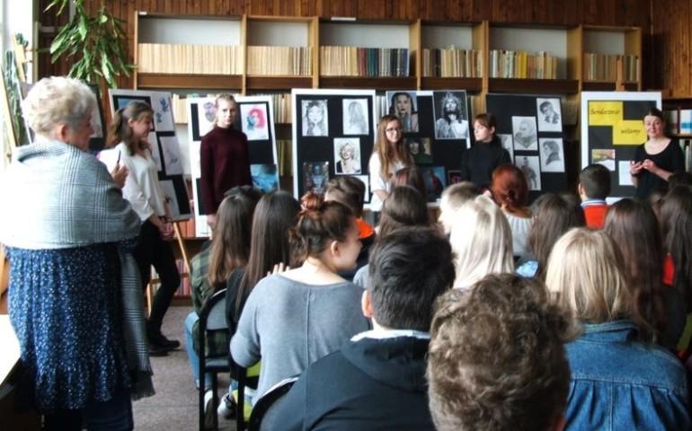Wystawa prac graficznych uczennic z ZSP 6