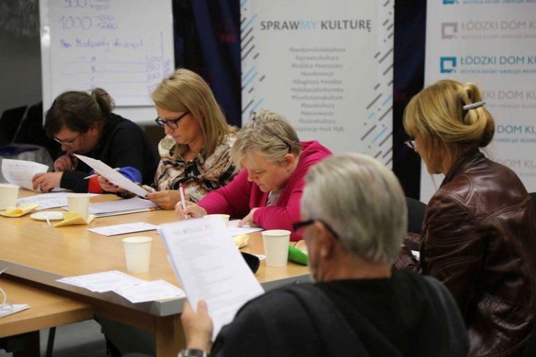 Uczestnicy w trakcie warsztatów zarządzania projektem