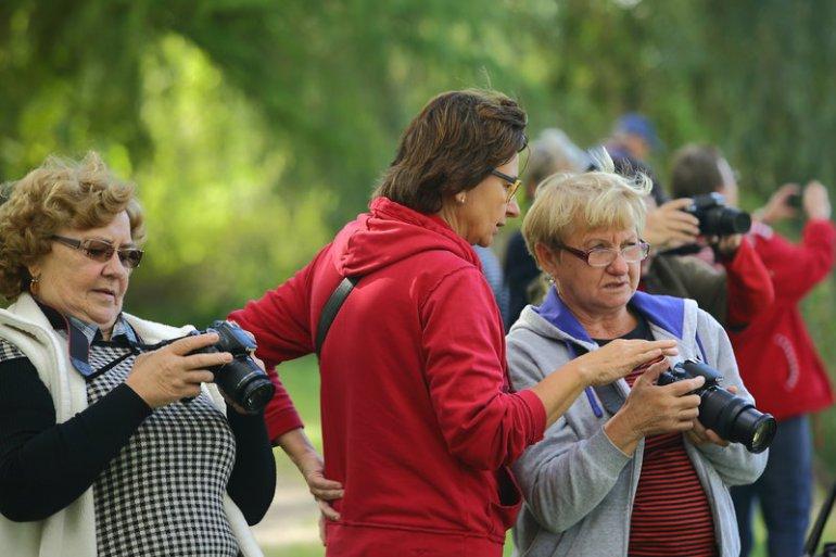 Seniorzy z Piotrkowa podczas pleneru w Przedborskim Parku Krajobrazowym