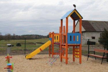 W Poraju i Piekarach powstały place zabaw z siłowniami