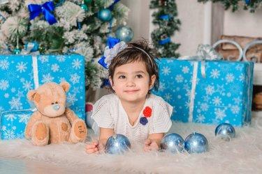 Świąteczny ubiór dla dziewczynki, który oczaruje całą rodzinę