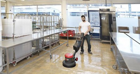 Maszyna do mycia podłóg na długie lata użytkowania. Sprawdź optymalne rozwiązania!
