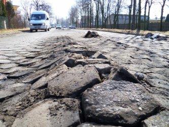 Piotrków: Geodezyjna jak po przejechaniu czołgu