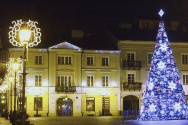 Piotrków w blasku świątecznych iluminacji (GALERIA)