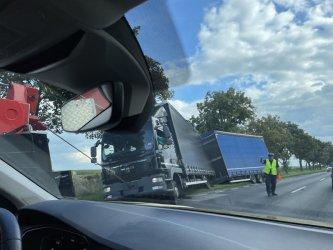 Ciężarówka w rowie