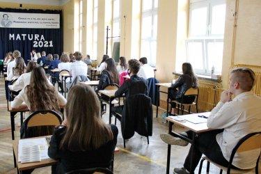 Uczniowie piotrkowskich szkół rozpoczęli maturę 2021
